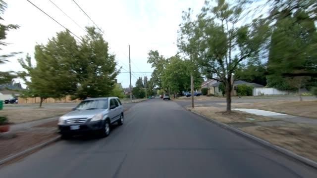 vídeos de stock, filmes e b-roll de portland nordeste iv sincronizado série placa de processo de condução de retrovideceu - nordeste