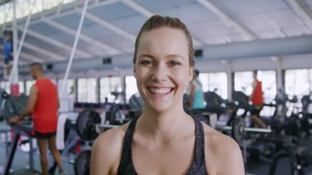 porträtt på gym - gym skratt bildbanksvideor och videomaterial från bakom kulisserna
