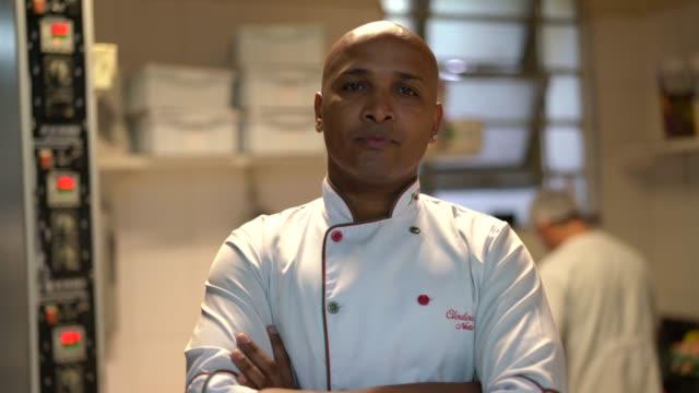 vidéos et rushes de portrait de baker - boulanger