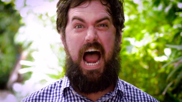 porträtt av en skäggig man som uttrycker att han vann något - lotteri bildbanksvideor och videomaterial från bakom kulisserna
