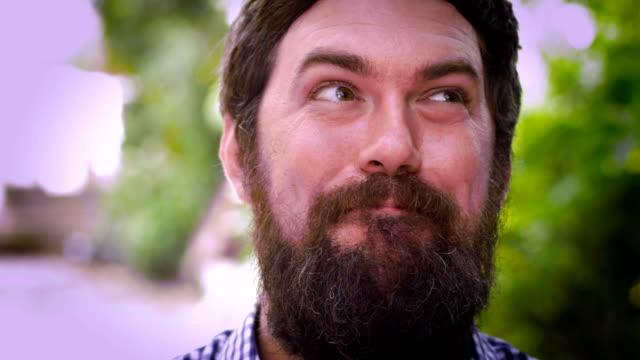 vídeos de stock, filmes e b-roll de retrato de um homem barbudo soltando um suspiro gigante expressando alívio - relevo