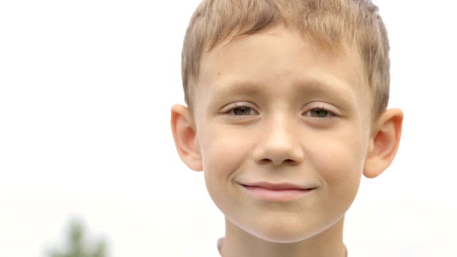 stockvideo's en b-roll-footage met portret van een jongen in een wit t-shirt - wit t shirt