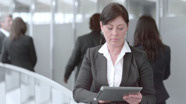 DS Portrait of a business woman with tablet in hallway video