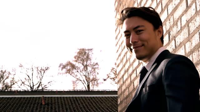 実業家屋外の肖像画 - ビジネスマン 日本人点の映像素材/bロール