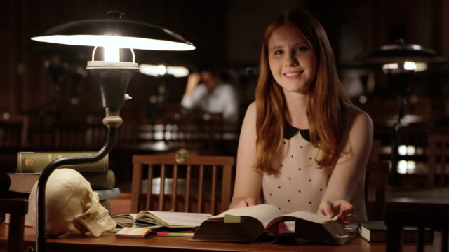 DS Portrait of a female college student in the library at night video