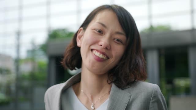 vidéos et rushes de portrait d'une femme d'affaires japonaise - seulement des japonais