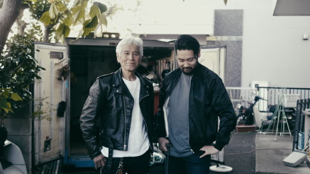 portrait of a japanese family - father and son - motociclista video stock e b–roll
