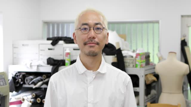 日本人男性の肖像。 - スタジオ 日本人点の映像素材/bロール