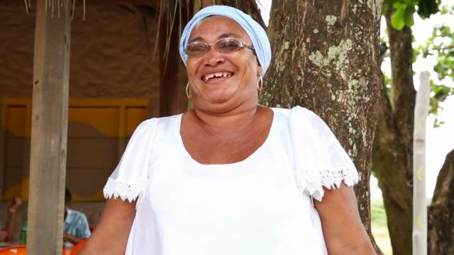 портрет латинской женщины - бразилец парду стоковые видео и кадры b-roll