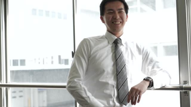 の肖像 、 雄従業員のコンファレンスルーム - ビジネスマン点の映像素材/bロール