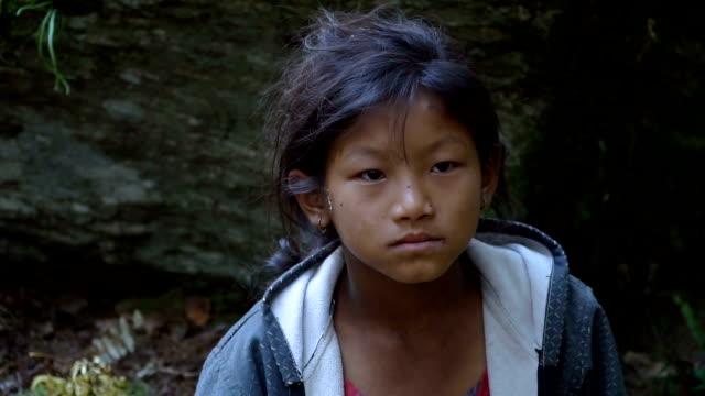 ネパールの少女の肖像画 - ネパール点の映像素材/bロール