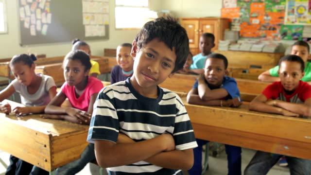 porträt einer schule jungen - grundschule stock-videos und b-roll-filmmaterial