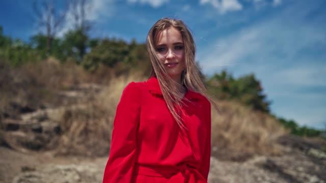 portrait of a smiling girl outdoors. - длина стоковые видео и кадры b-roll