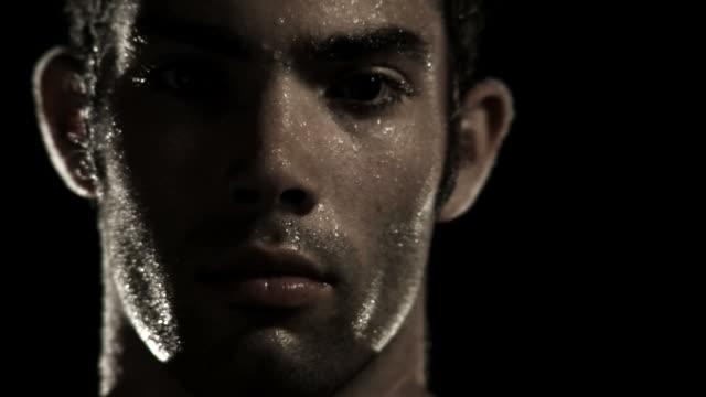 портрет интенсивных тренировок - усилие стоковые видео и кадры b-roll