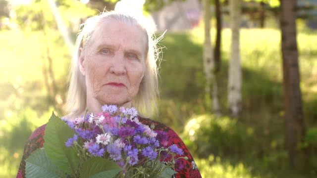 Portrait of a wrinkly old woman 80 years in Park. video