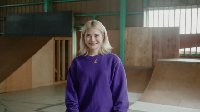 portrait of a young japanese skateboarder - generazione z video stock e b–roll