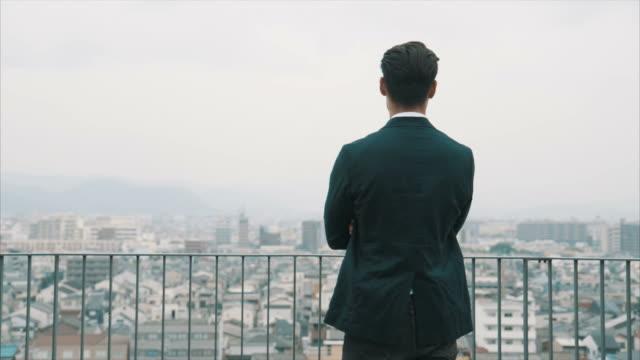 アジア系のビジネスマン (スローモーション) の肖像画 - ビジネスマン 日本人点の映像素材/bロール