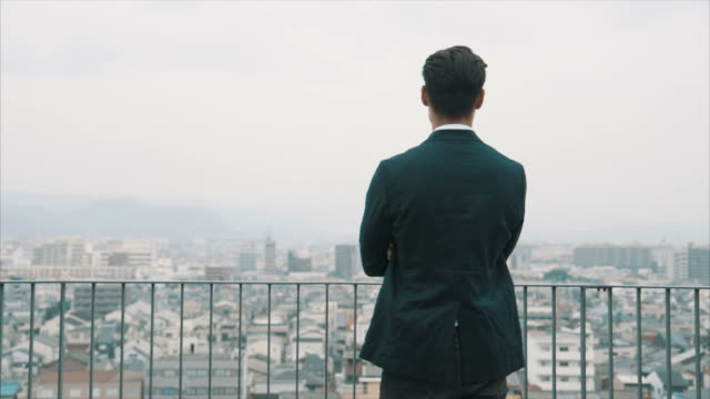 portrait of an asian businessman (slow motion) - distrarre lo sguardo video stock e b–roll