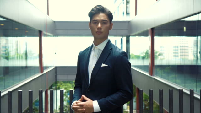 アジア系のビジネスマン (スローモーション) の肖像画 - 上半身点の映像素材/bロール