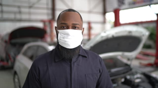 Portrait of auto mechanic man at auto repair shop video