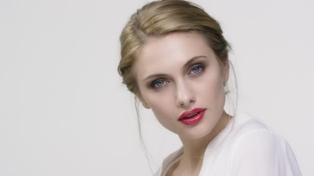 stockvideo's en b-roll-footage met portret van mooie vrouw met make-up - oogschaduw