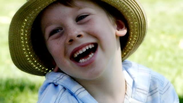 ポートレートの少年 - 4歳から5歳点の映像素材/bロール