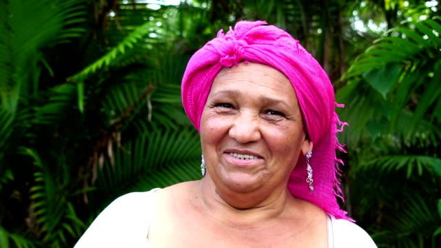 porträt von brasilianerin - brasilianische kultur stock-videos und b-roll-filmmaterial