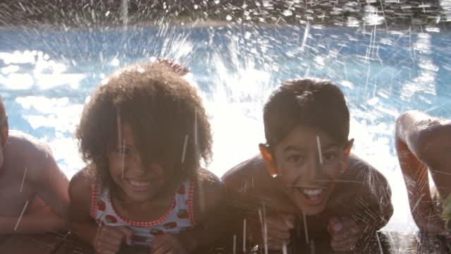 stockvideo's en b-roll-footage met portret van kinderen die plezier hebben in het buitenzwembad - swimmingpool kids