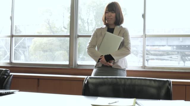 vidéos et rushes de portrait d'homme d'affaires en toute confiance - seulement des japonais