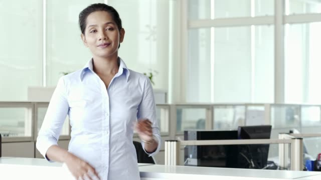 portrait of confident executive with arms crossed - etnia malese video stock e b–roll