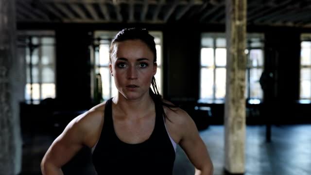 portrait of confident female athlete in gym - potere femminile video stock e b–roll