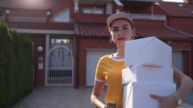 女性分娩工人肖像 - postal worker 個影片檔及 b 捲影像