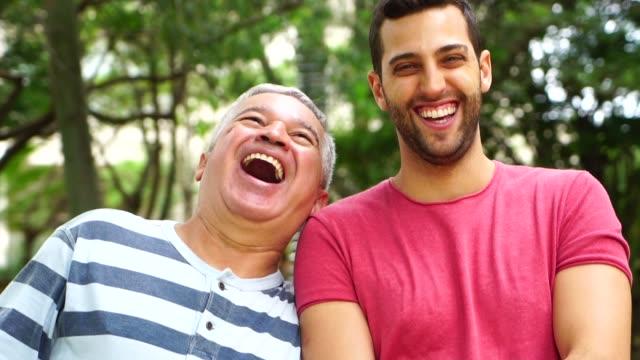vídeos y material grabado en eventos de stock de retrato de amigos/padre e hijo - hijo