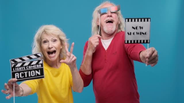 Portret van Leuk Hoger Paar Holding Movie Props video