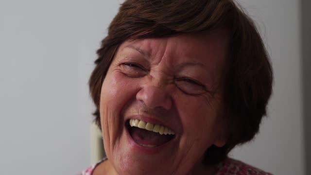 portrait of grandmother smiling - настоящая жизнь стоковые видео и кадры b-roll