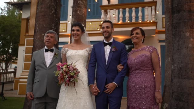 portrait of groomsman and bridesmaid with newlywed couple - young couple wedding friends video stock e b–roll