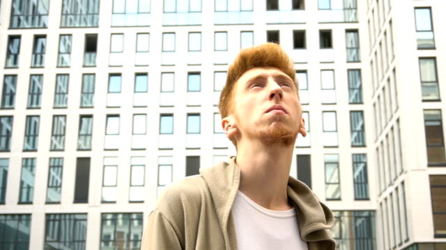 portrait of handsome redhead man at city - giuntura umana video stock e b–roll