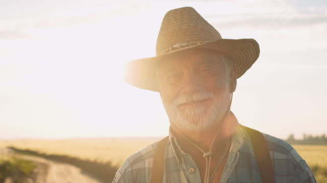 vídeos de stock e filmes b-roll de portrait of happy old farmer. agriculture, farming concept. - farmer