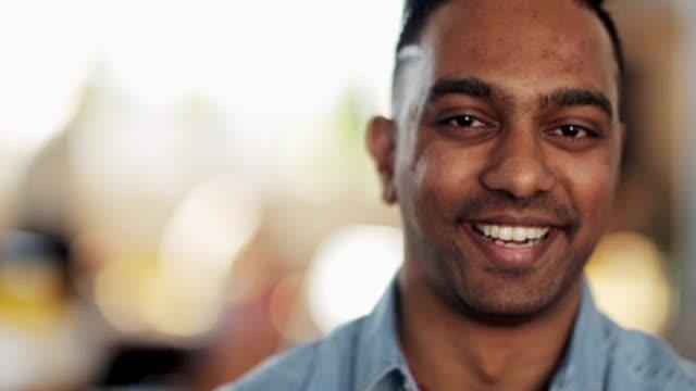 portrait of happy smiling indian man - hindus filmów i materiałów b-roll