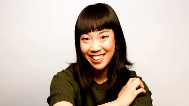 白い背景に、幸せな女の肖像 - スタジオ 日本人点の映像素材/bロール