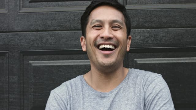 porträtt av spansktalande mitten av vuxen människa skrattar utomhus - 35 39 år bildbanksvideor och videomaterial från bakom kulisserna