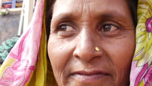 portrait of indian woman - costume tradizionale video stock e b–roll