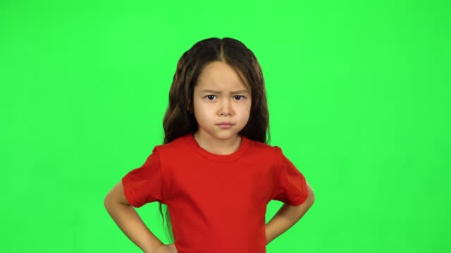 vídeos de stock e filmes b-roll de portrait of little dark girl showing emotion on green background - teeshirt template