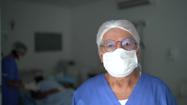 portrait of male senior nurse at surgery on hospital - mask стоковые видео и кадры b-roll