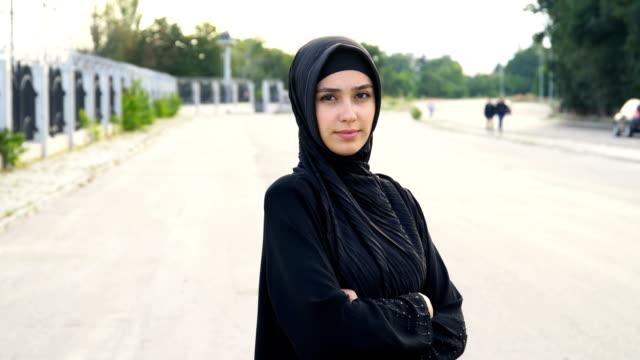 portrait of  muslim women in hijab - arab стоковые видео и кадры b-roll