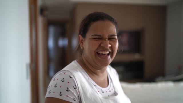 家の乳母や家政婦の肖像画 - ブラジル文化点の映像素材/bロール