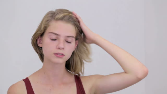 Junges nn Mädchen Knall, Echte Frau reichte Rohrvideos ein
