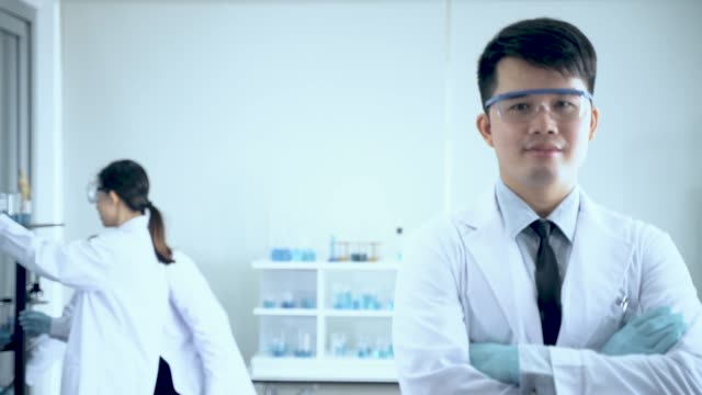 portrait of profressional scientist lab officer while team scientist - mikrobiologia filmów i materiałów b-roll