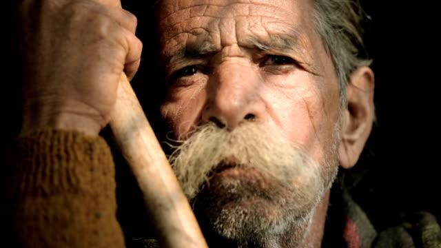 vídeos de stock e filmes b-roll de retrato de homem idoso com grande bigode segurando bambu vara. - old men window