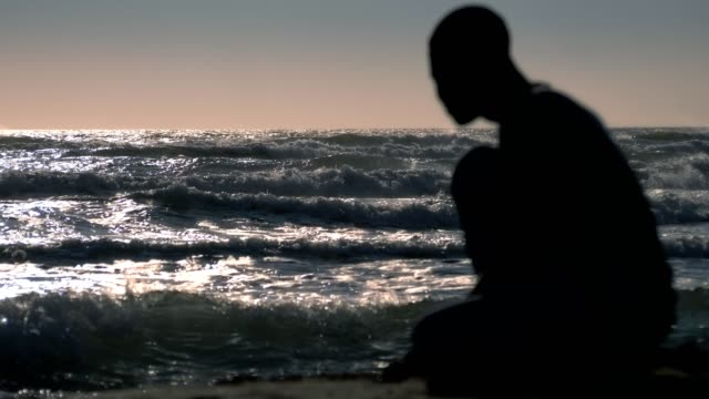 portrait of silhouette of pensive sad african migrant watching the ocean, missing homeland - fuggitivo video stock e b–roll